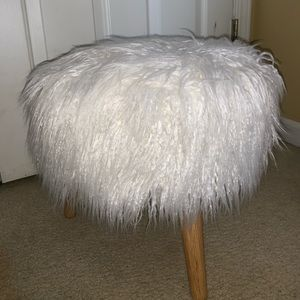 Other - Fluff white chair